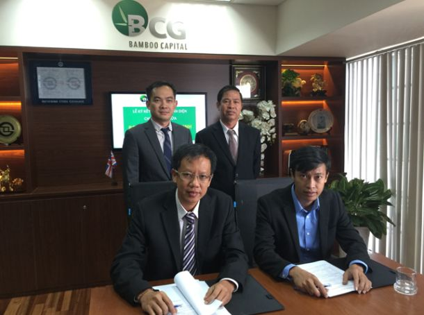 Siting (left to right) : Mr.Nguyen The Tai – Vice Executive Chairman cum CEO of BCG and Mr. Ho Cong Bao General Director of Thanh Vu Tay Ninh at the signing ceremony